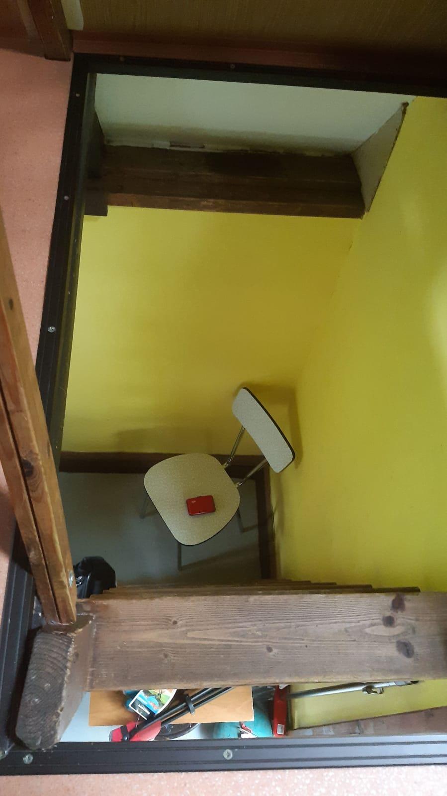 schody v chatce